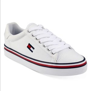 New Tommy Hilfiger Fressian lace up sneaker - 7.5